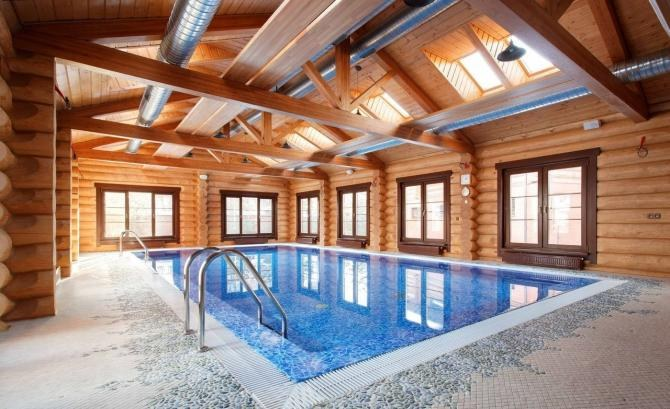 Wooden houses with swimming pools - your personal heaven!